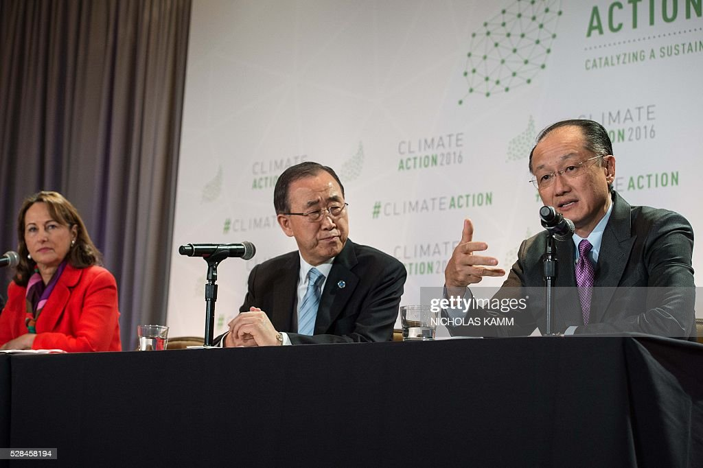 World Bank president Jim Yong Kim speaks at a press conference with United Nations Secretary General Ban Ki-moon (C) and French Environment Minister Segolene Royal (L) at the Climate Action 2016 conference in Washington, DC, on May 5, 2016. / AFP / NICHOLAS
