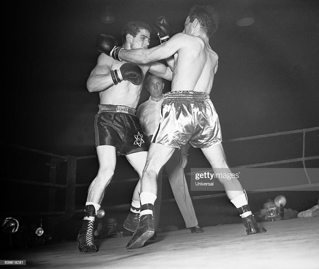 World Bantamweight title between Italian Mario D'Agata and Frenchman Alphonse Halimi Halimi The Little Terror won on points