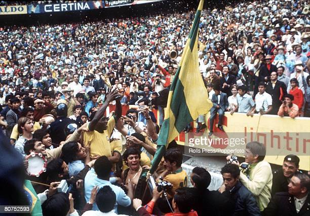 World Cup Final 1970 Mexico City Mexico 21st June Brazil 4 v Italy 1 Brazilian star Pele holds aloft the Jules Rimet World Cup trophy to thousands of...
