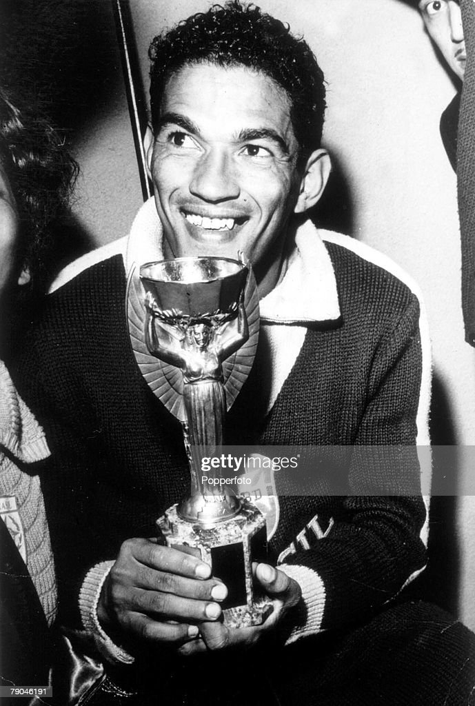 World Cup Final, 1962, Santiago, Chile, Brazil 3 v Czechoslovakia 1, 17th June, 1962, Brazilian <a gi-track='captionPersonalityLinkClicked' href=/galleries/search?phrase=Garrincha&family=editorial&specificpeople=939039 ng-click='$event.stopPropagation()'>Garrincha</a> holds the Jules Rimet world cup trophy after his side's win