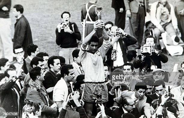 World Cup Final Santiago Chile Brazil 3 v Czechoslovakia 1 17th June Brazilian captain Mauro holds aloft the Jules Rimet trophy after his team...