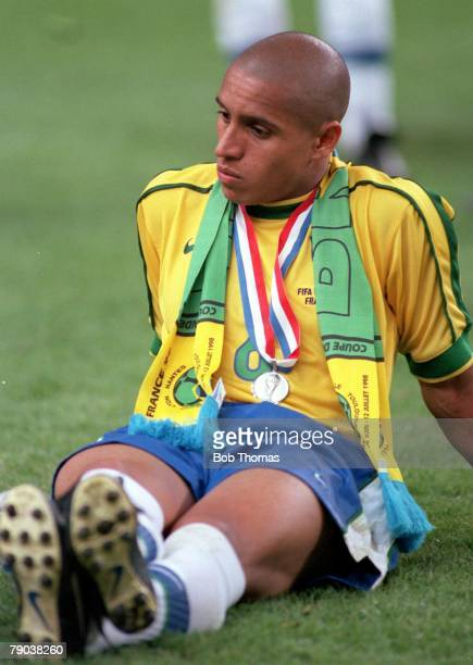 World Cup Final St Denis France 12th July France 3 v Brazil 0 Brazil's Roberto Carlos sits dejected at the end