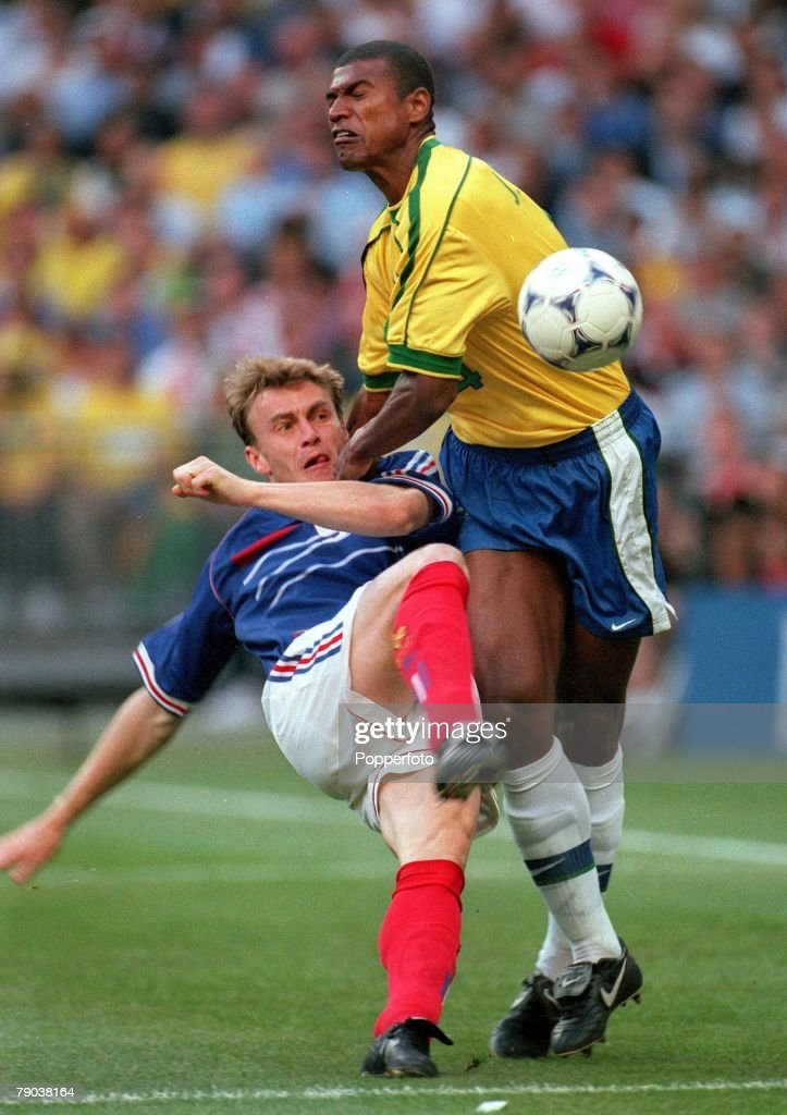 World Cup Final St Denis France 12th July France 3 v Brazil 0 France's Stephane Guivarc'h clashes with Brazil's Junior Baiano