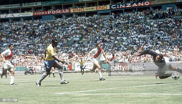 World Cup Finals Guadalajara Mexico 14th June Brazil 4 v Peru 2 Brazil's Pele shoots at goal as Peruvian goalkeeper Luis Rubinos dives across and...