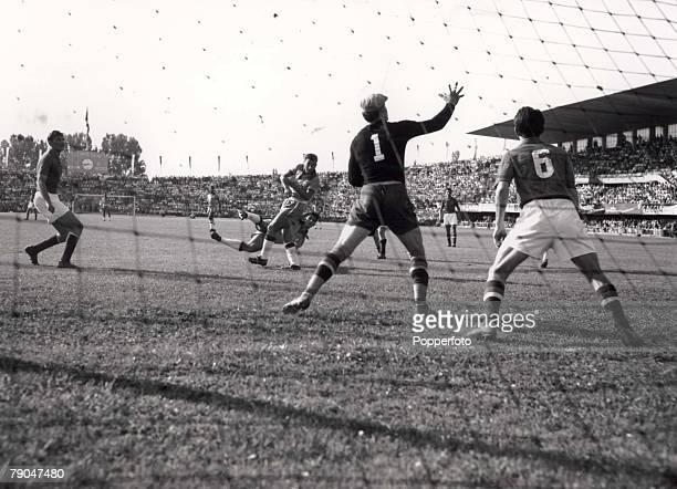 World Cup Finals Lausanne Switzerland 19th June Yugoslavia 1 v Brazil 1 Beara the Yugoslav goalkeeper is on the alert as Brazil's Julinho shoots...