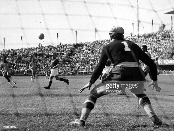 World Cup Finals Lausanne Switzerland 19th June Yugoslavia 1 v Brazil 1 Beara the Yugoslav goalkeeper is on the alert as a Brazilian forward takes a...
