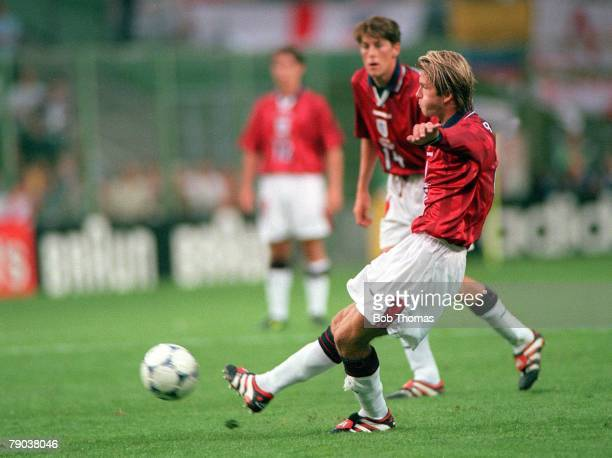 World Cup Finals Lens France 26th June England 2 v Colombia 0 England's David Beckham hits a free kick to score a fine second goal