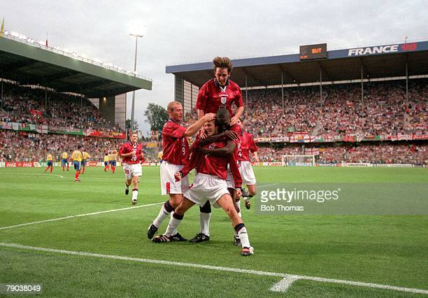 World Cup Finals Lens France 26th June England 2 v Colombia 0 England's David Beckham celebrates his goal with teammates