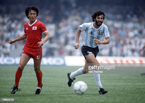 World Cup Finals Mexico City Mexico 2nd June Argentina 3 v South Korea 1 Argentina's Sergio Batista is watched by South Korea's Jung Moo Huh