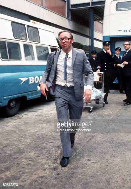 World Cup Finals Mexico England's Nobby Stiles photographed on his team's arrival at Heathrow airport following the 1970 World Cup tournament in...