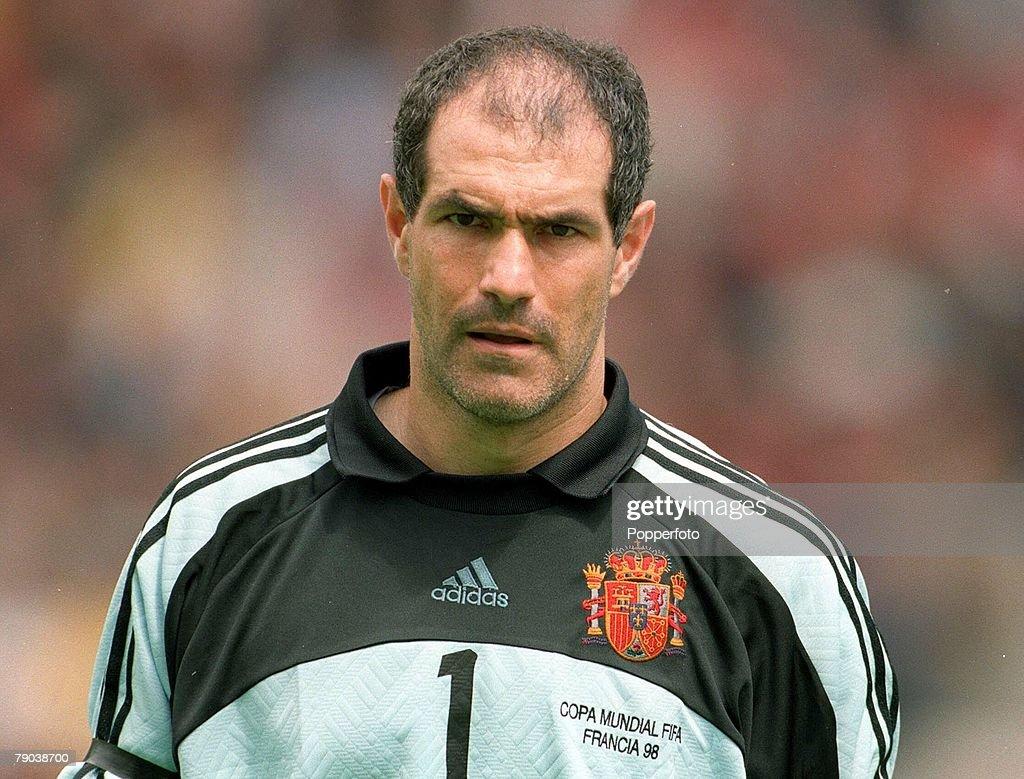 ¿Cuánto mide Andoni Zubizarreta? World-cup-finals-nantes-france-13th-june-1998-spain-2-v-nigeria-3-picture-id79038700