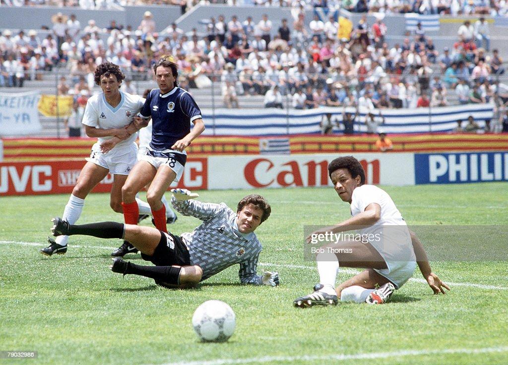 World Cup Finals, Neza, Mexico, 13th June, 1986, Scotland 0 v Uruguay 0, Uruguay's goalkeeper Fernando Alvez and defender Victor Diogo anxiously watch the ball during a Scotland attack
