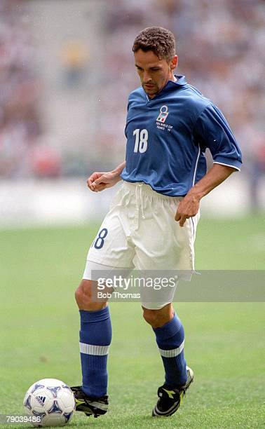 World Cup Finals Paris France 23rd JUNE 1998 Italy 2 v Austria 1 Italy's Roberto Baggio runs with the ball