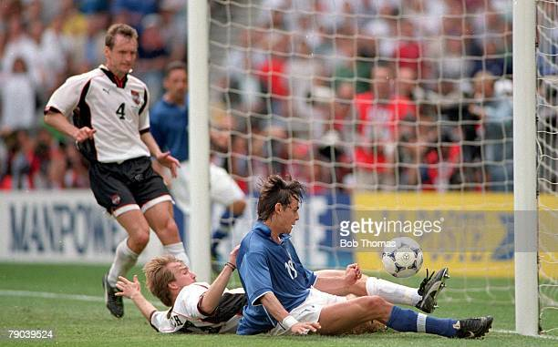 World Cup Finals Paris France 23rd JUNE 1998 Italy 2 v Austria 1 Austria's Roman Mahlich with Italy's Filippo Inzaghi