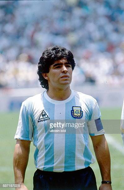 1986 FIFA World Cup in Mexico Armando Diego Maradona * Football player Argentina member of the national team Maradona in the Argentine lineup before...