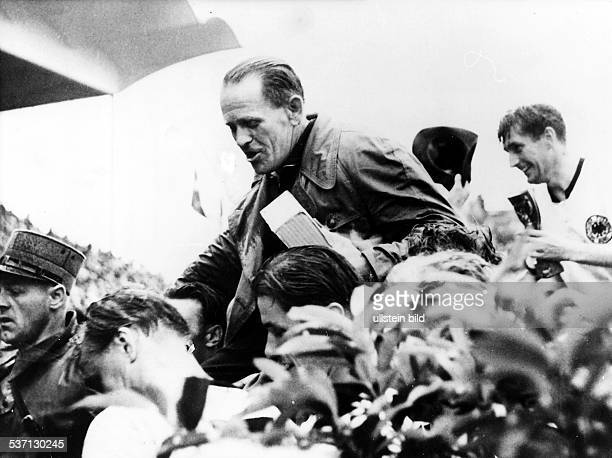 1954 FIFA World Cup in Switzerland Sepp Herberger Coach of the German national team Sepp Herberger being carried on the shoulders of celebrating...