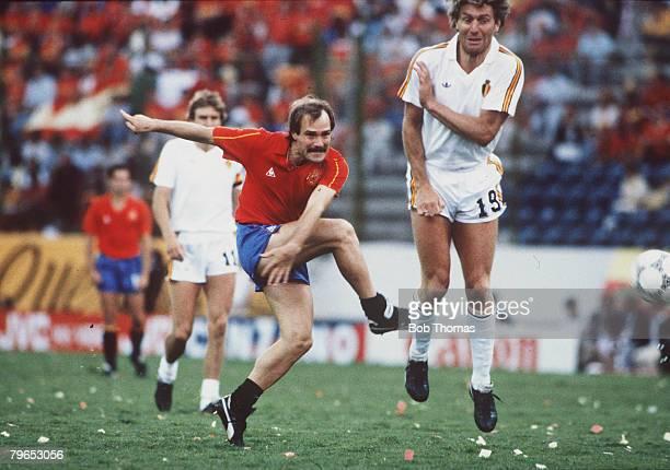 World Cup Quarter Final Puebla Mexico 22nd June Belgium 1 v Spain 1 Spain's Ramon Caldere shoots past Belgium's Hugo Broos