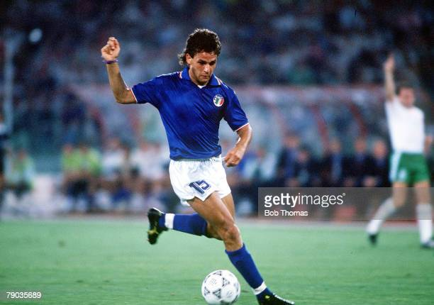 World Cup Quarter Final Rome Italy 30th June Italy 1 v Republic Of Ireland 0 Italy's Roberto Baggio on the ball