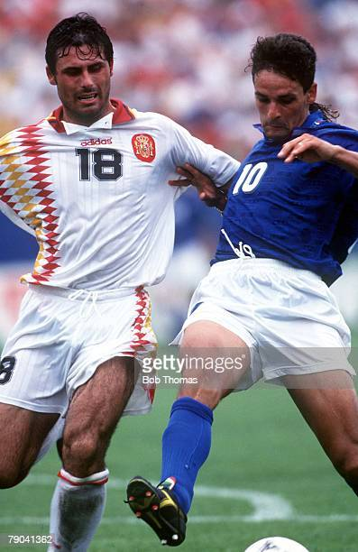 World Cup QuarterFinals Foxboro USA 9th July Italy 2 v Spain 1 Italy's Roberto Baggio battles for the ball with Spain's rafael Alkorta