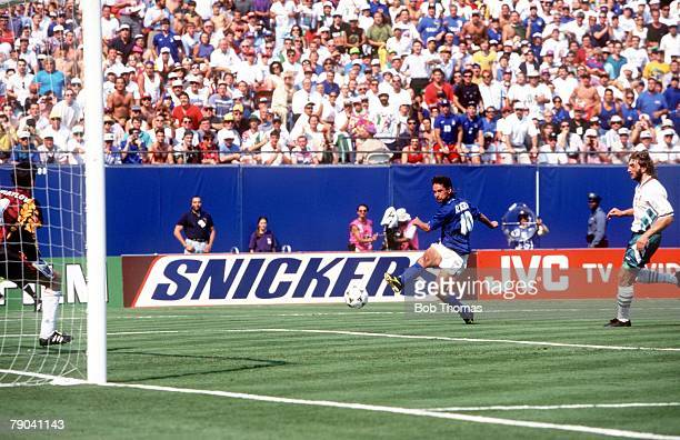 World Cup SemiFinal New Jersey USA 13th July Italy 2 v Bulgaria 1 Italy's Roberto Baggio scores the winning goal