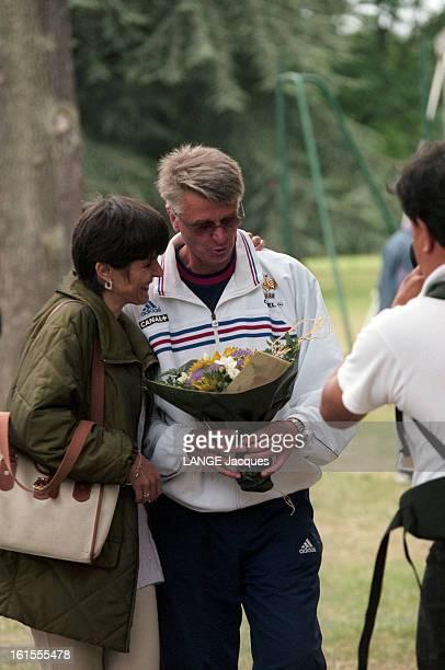 Soccer National Team Coupe du monde de football FRANCE 1998 l'équipe de France s'entraine à CLAIREFONTAINE L'entraineur de l'équipe Aimé JACQUET...