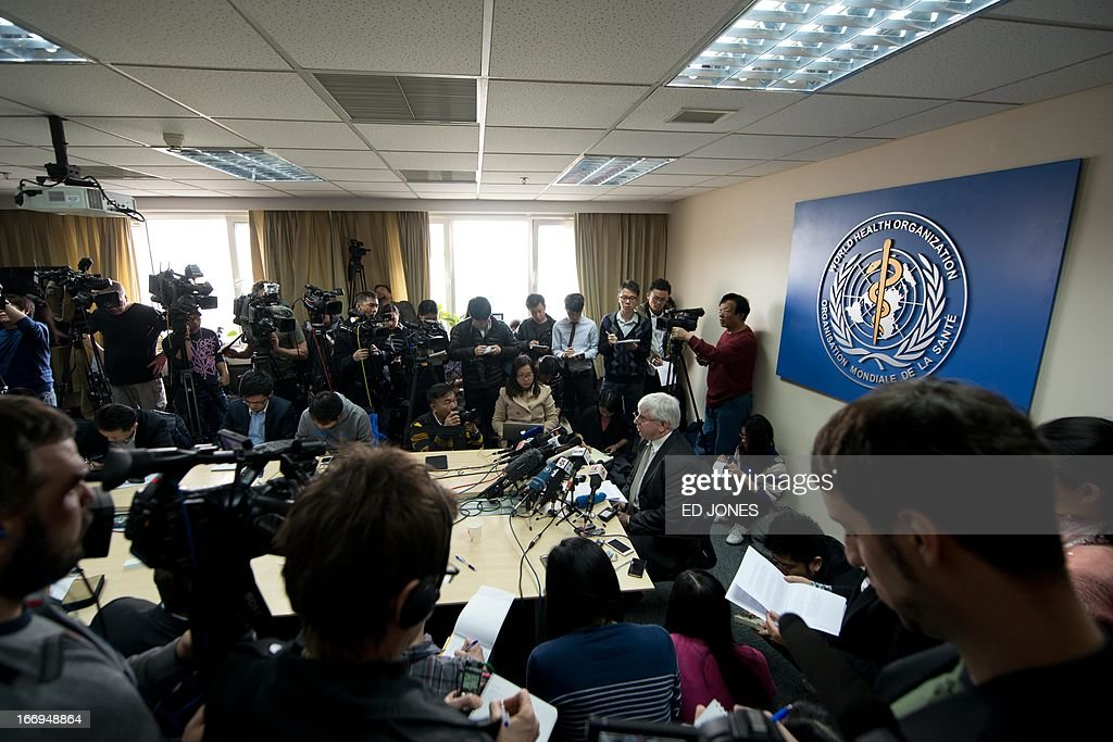World Health Organisation (WHO) representative Michael O'Leary (centre R) gives a press conference in Beijing on April 19, 2013. China has confirmed a total of 82 human cases of H7N9 avian influenza since announcing about two weeks ago that it had found the strain in people for the first time. AFP PHOTO / Ed Jones