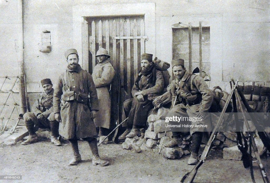 Les Goumiers Marocains (de 1908 à 1956 ) - Page 7 World-war-1-moroccan-soldiers-serving-with-the-french-army-resting-in-picture-id481649243