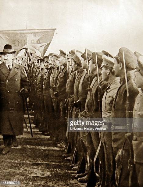 World War 1 Trotsky reviewing red army trops