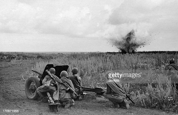 World war 2 august 1943 the kharkov direction a gun in action ukraine