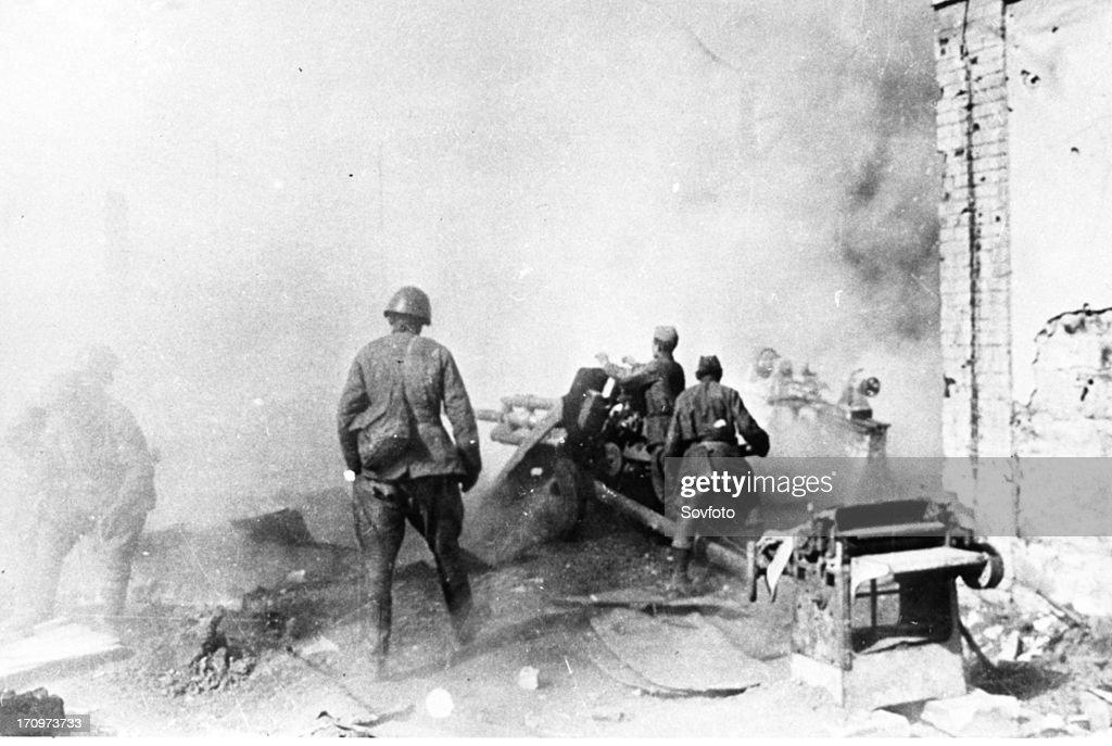 World war 2 battle of stalingrad a soviet artillery crew firing at the enemy november 1942