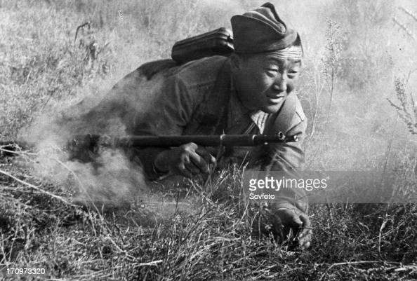 World war 2 battle of stalingrad kalmyk guardsman bamba ochir kikidjeyev an ammunition carrier is keeping his crew supplied with mines northwest of...