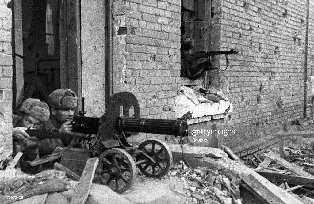 World war 2 battle of stalingrad soviet guardsmen firing on german automatic riflemen december 1942