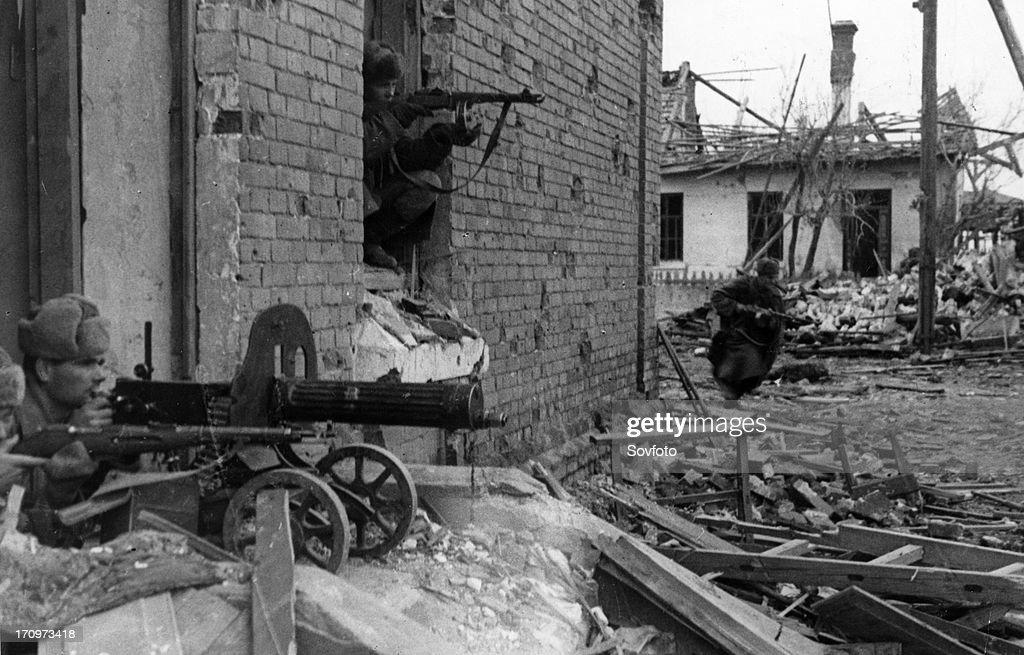 World war 2 battle of stalingrad soviet guardsmen firing on german automatic riflemen november 1942
