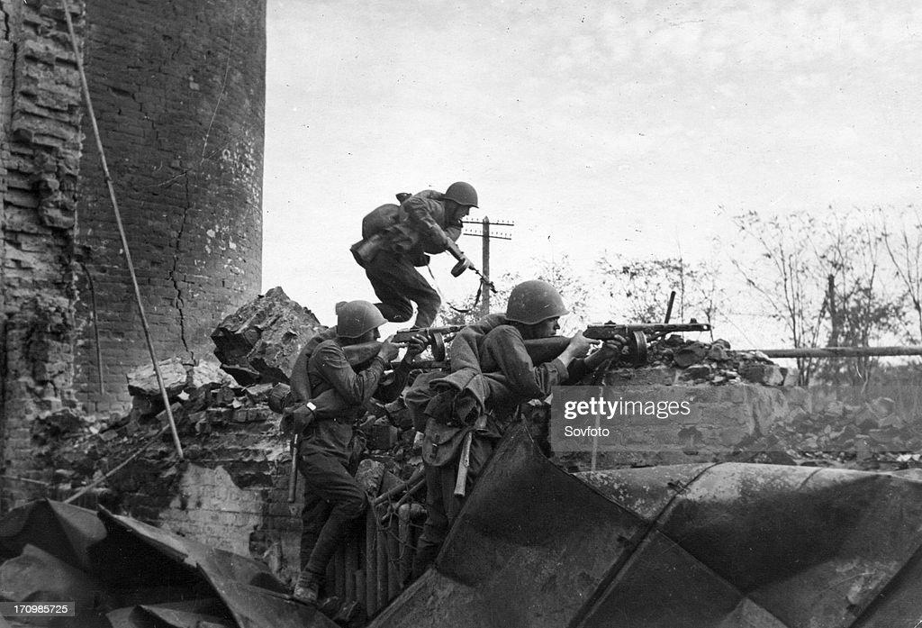 World war 2 battle of stalingrad soviet tommygunners during street fighting in stalingrad november 1942