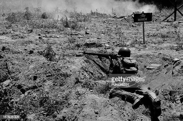 Guerre mondiale 2 D-Day grainé reconstitution de l'armée soldat en noir et blanc