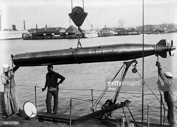 World War I Loading of a torpedo aboard an American submarine K5 Charleston 1915