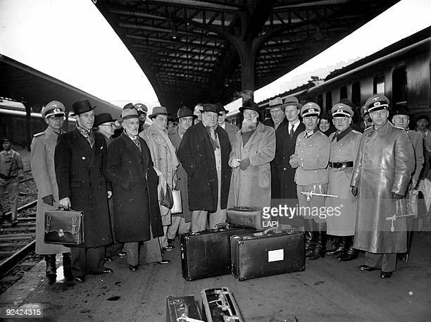 World War II French artists leaving for a journey in Germany organized by Arno Breker and Otto Abetz From left to right Despiau Othon Friesz Dunoyer...