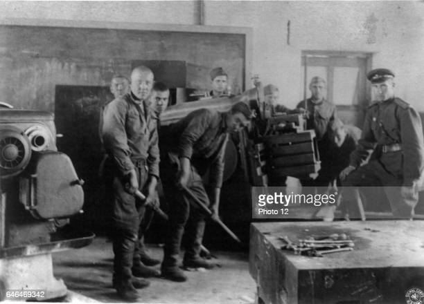 Russian soldiers removing equipment from a Manchurian factory