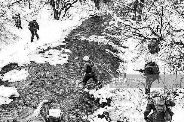 La seconda guerra mondiale : Soldati Incrocio Creek nella neve