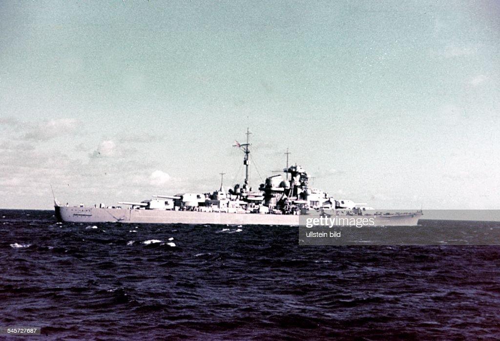 2 World War naval warfare german navy Battleship 'Bismarck' in the baltic sea on her way to Gotenhafen September 1940