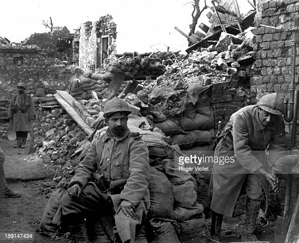 Verdun guerre soldats francais pictures getty images - Battlefield 1 french soldier ...