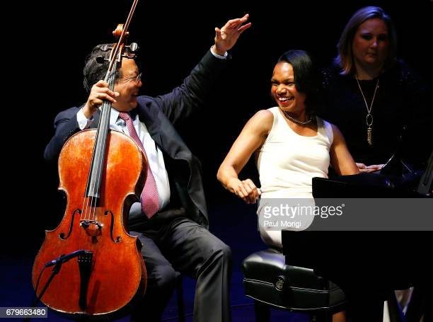 Worldrenowned cellist YoYo Ma and former US Secretary of State Condoleezza Rice give a surprise performance of Robert Schumann's Fantasiestucke Op 73...