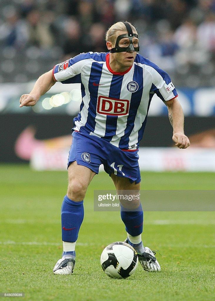 Woronin Andrej Football Striker Hertha BSC Ukraine in action on the ball wearing protective head gear