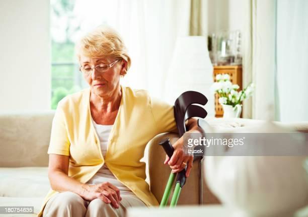 Inquiet Femme âgée