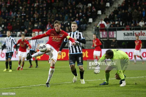 Wout Weghorst of AZ Alkmaar Roland Baas of Heracles Almelo Bram Castro of Heracles Almelo during the Dutch Eredivisie match between AZ Alkmaar and...