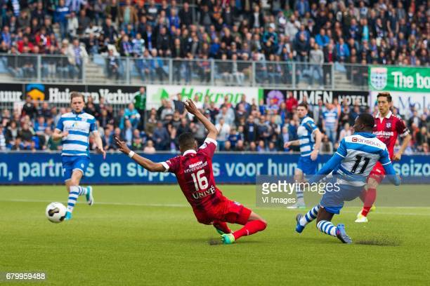 Wouter Marinus of PEC Zwolle Jeremiah St Juste of sc Heerenveen goal Queensy Menig of PEC Zwolleduring the Dutch Eredivisie match between PEC Zwolle...