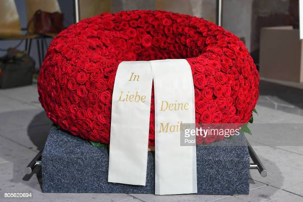 A wreath is laid during a requiem for him at Speyer cathedral on July 1 2017 in Speyer Germany Kohl was chancellor of Germany for 16 years and led...