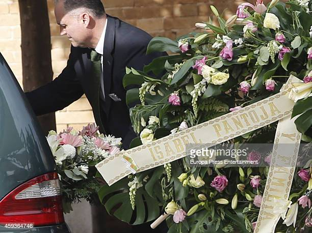 A wreath sent by Isabel Pantoja is seen during a funeral service for the Duchess of Alba on November 21 2014 in Seville Spain 88yearold Maria del...