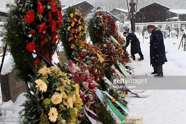 Wreaths decorate the cemetery prior to the funeral of Maria Hellwig on December 1 2010 in Reit im Winkl Germany The legendary German yodeler and...