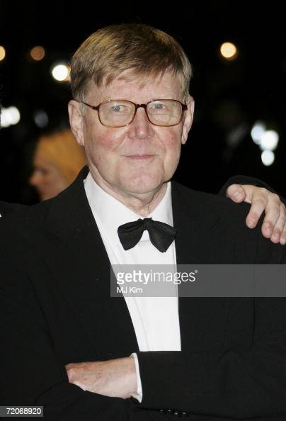 alan bennett on education in history Synopsis alan bennett was born may 9, 1934, in leeds, england he enjoyed enormous success with the comedy revue beyond the fringe in 1960 bennett's first play, forty years on, was produced in.